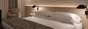 um quarto de hotel